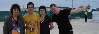 De izquierda a derecha: Spongebob y los chicos de Editors